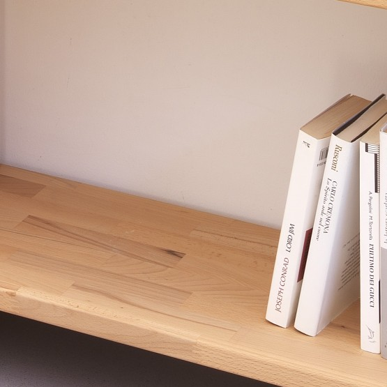 Bookcase-Nikka-Woody-detail-wooden-shelf-beech